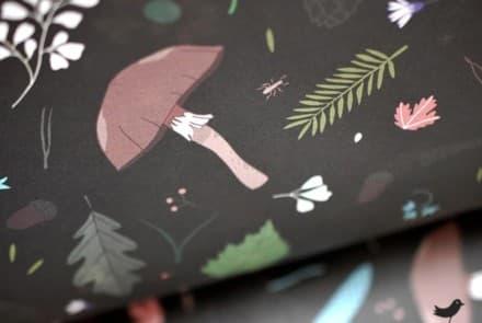 """Geschenkpapier """"Waldboden schwarz"""""""